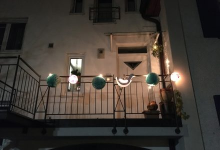 Laternen-Fenster schenken Hoffnung